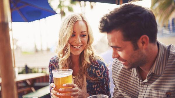 Uống bia cùng nhau