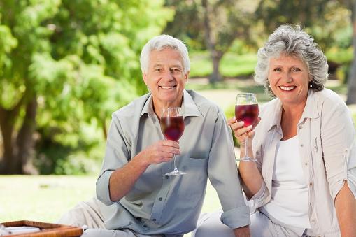 Rượu vang tốt cho người già