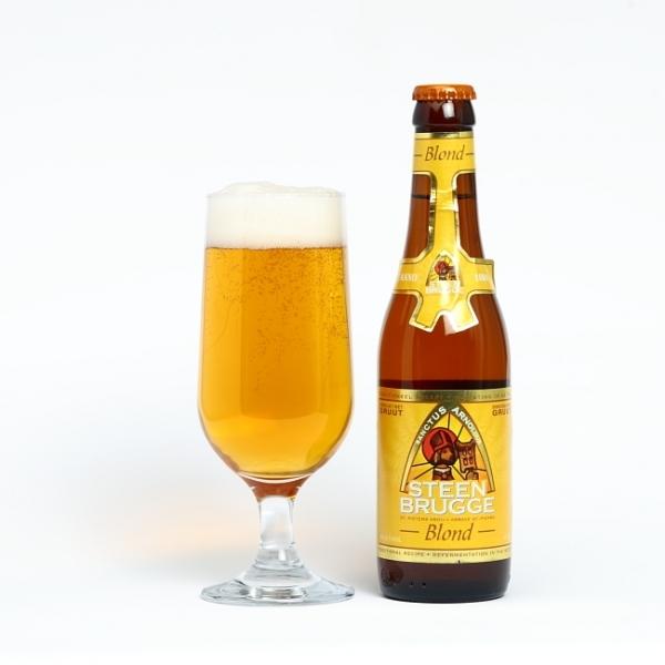 Bia Steenbrugge Blond